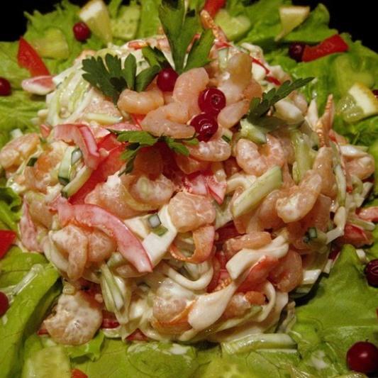 Салат из морепродуктов и рыбы