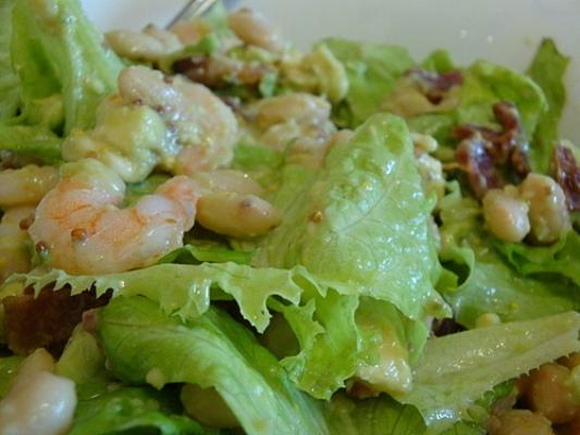 Салат с грушами, креветками и беконом