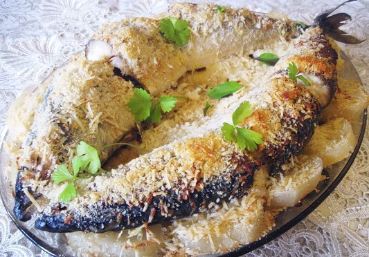 Скумбрия, запеченная с сыром