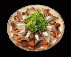 Рецепт закуски из сельди с опятами