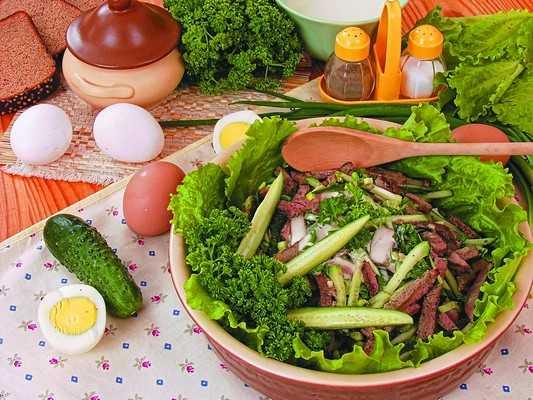 Рецепт салата из мяса краба и грибов