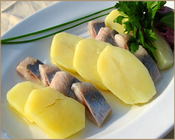 Быстрая закуска из селедки и картошки