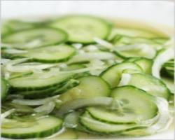 Полезный салат из свежих огурцов