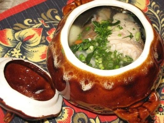 Уха по-татарски, сваренная в горшочке
