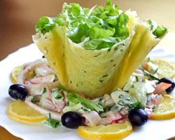 Салат с кальмарами для праздничного стола