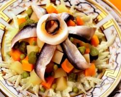 Рецепт вкусного салата с кильками