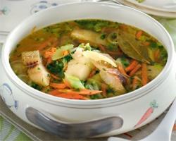 Легкий рыбный суп с сельдереем
