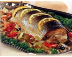 Рыбная запеканка с овощами и картофелем