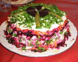 Закуска из сельди и овощей на слойках