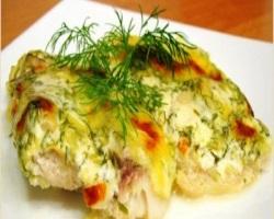 Запеченная рыба под сметанным соусом