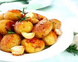 Запеченый пряный картофель к шашлыку